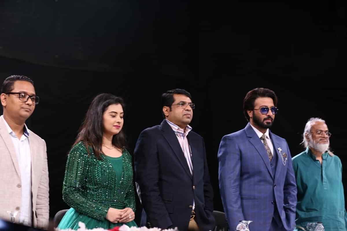 ঢাকার তেজগাঁওয়ে আরটিভি স্টুডিওতে 'লিডার আমিই বাংলাদেশ' সিনেমার চুক্তি স্বাক্ষর অনুষ্ঠিত হয়